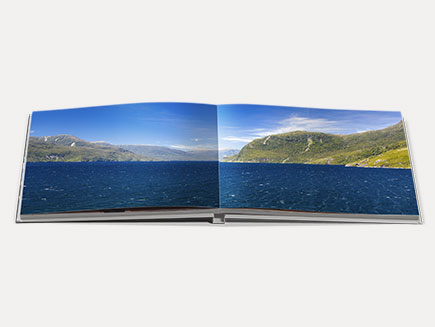 Une Photo imprimée en Panoramique à travers deux pages du Livre Photo