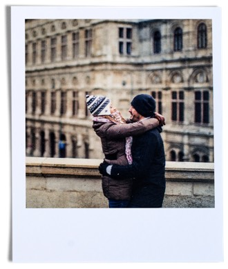 fotografia retro de pareja abrazandose