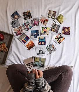 Um muro repleto de recordações impressas
