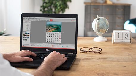 Elige tu idioma, festivos y santos locales en tu calendario de fotos personalizado con el programa Hofmann