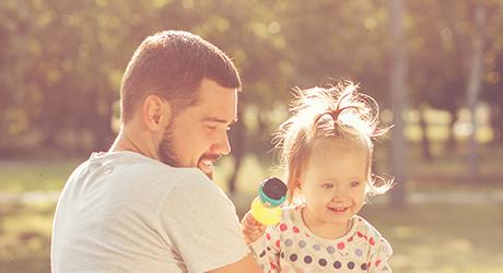 Fête des Pères image un papa heureux